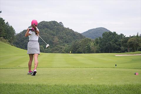 ゴルフに腰痛は付きもの?その原因とは