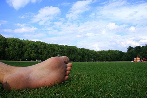 足の疲れはツボが集中している足裏とふくらはぎのケアで解消