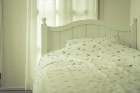 起き上がれないほどの痛み!?腰痛対策のためのベッド選びのコツとは