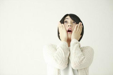 どうして朝に顔がむくむの?顔のむくみの原因と予防方法