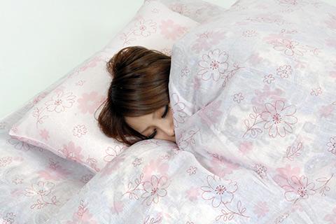夜の冷えは美容の大敵!?足元から温めて、寝ている間も温活!