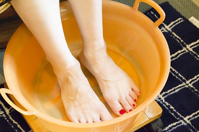 たっぷりはった足湯でリラックス