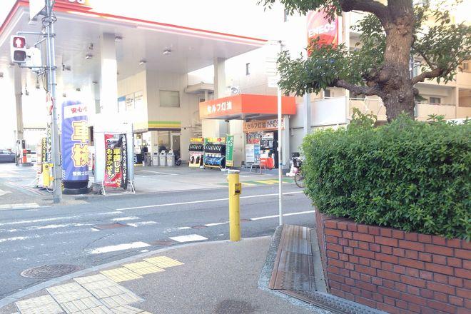 ガソリンスタンドが見えます。
