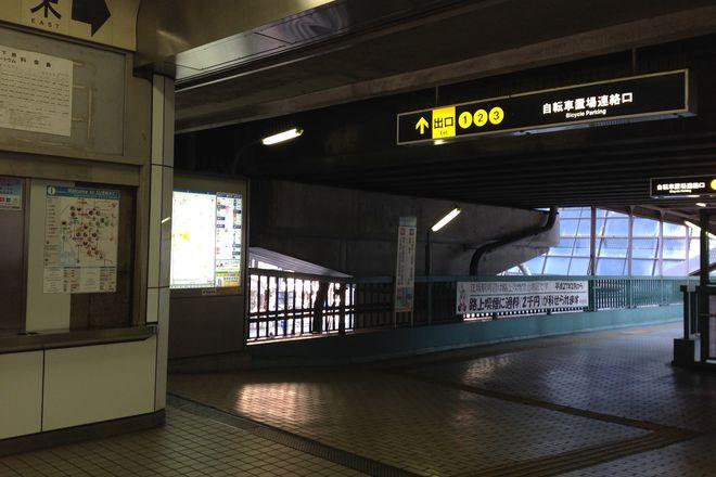 御堂筋線江坂駅を下車