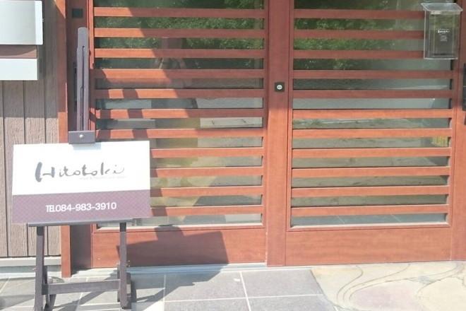 当サロンの入口です。茶色い看板が目印です。