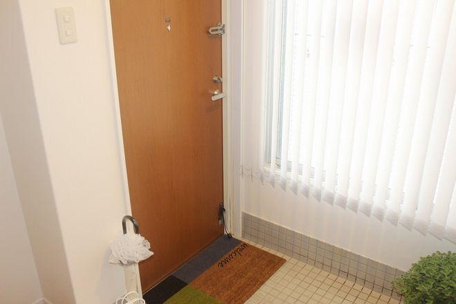 茶色の入口ドアまで来られたら到着になります