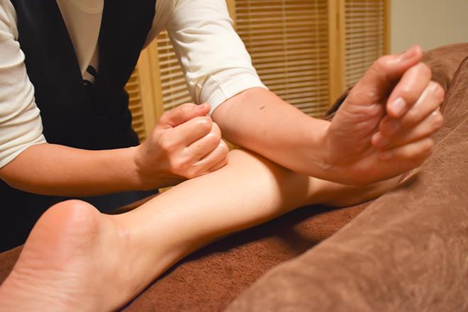 温まった脚をしっかりとほぐします