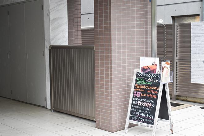 店舗が入っているマンションの入口です。
