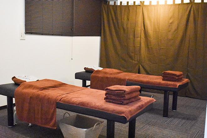 落ち着いた雰囲気の施術スペースです。