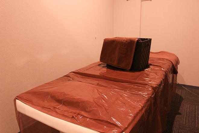 施術スペースはカーテン仕切りで