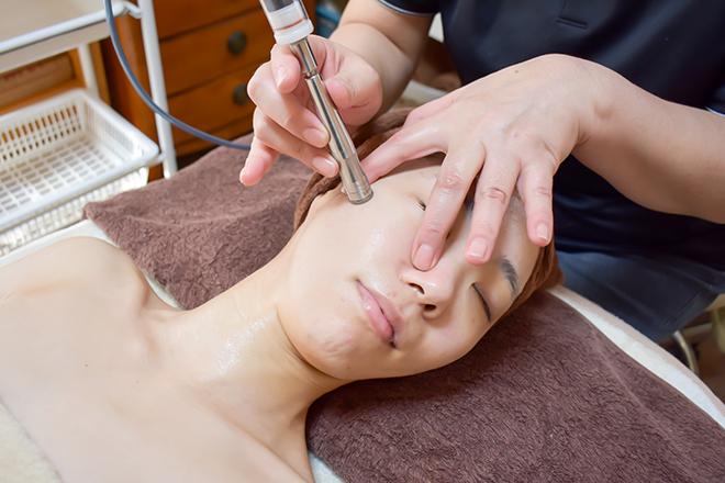 毛穴ケア:肌の状態に応じて吸引