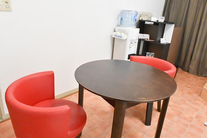 施術を楽しみにお待ちください 待合スペース