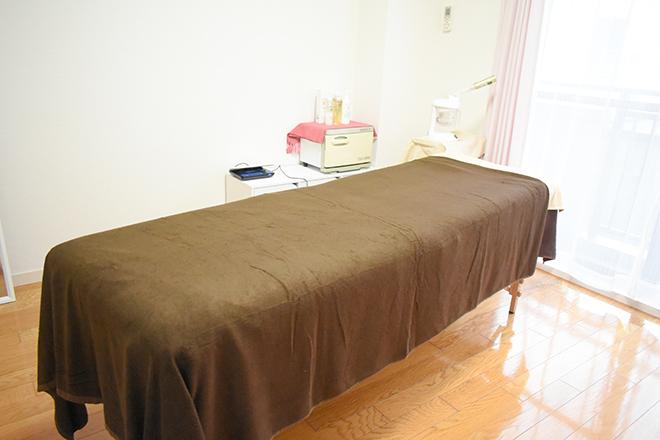 心地よい肌触りの施術ベッド