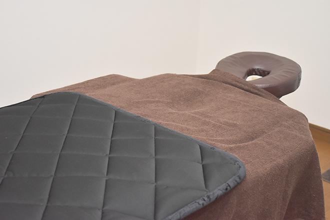 マットの素材にもこだわった施術ベッド