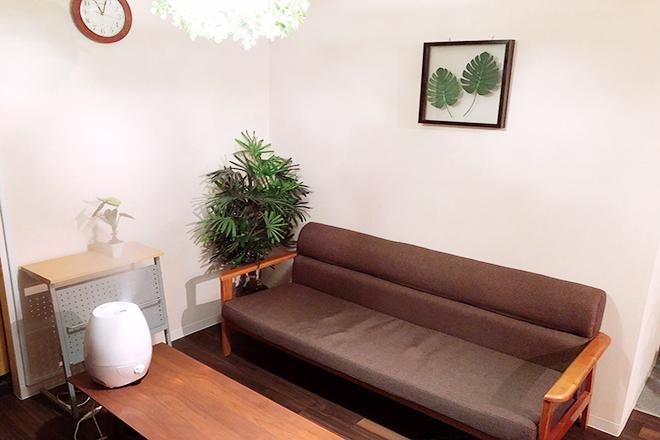 大きな広いソファーがございます