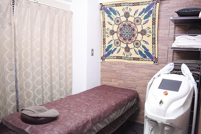 ベッドがある施術スペースは、落ち着ける空間