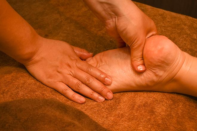意外と固くなっている足首、足裏も重点ケア
