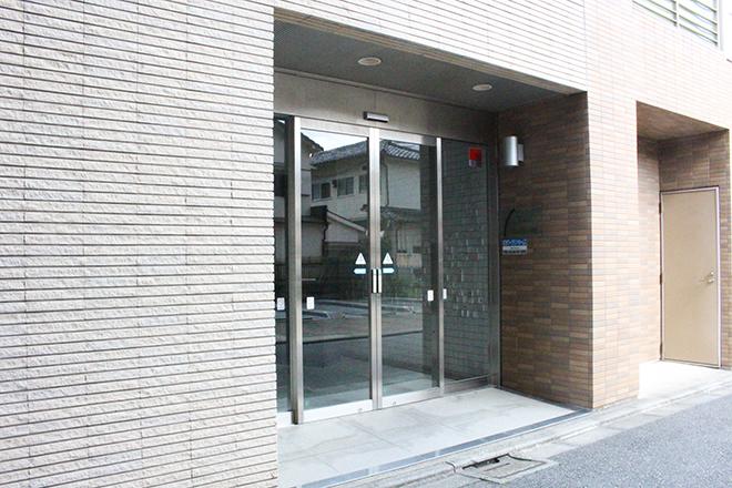 ビルの入り口はこちら
