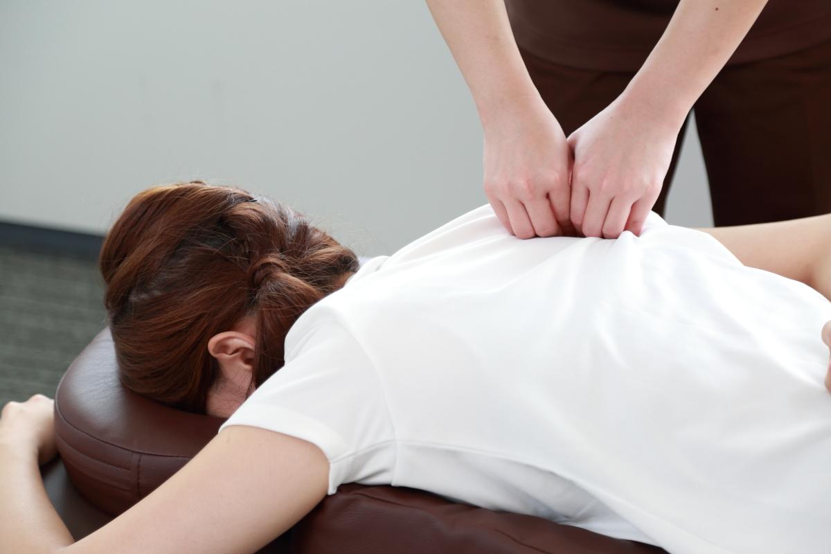 肩甲骨ストレッチで奥のお疲れにアプローチして、上半身の疲れを取り除きます!