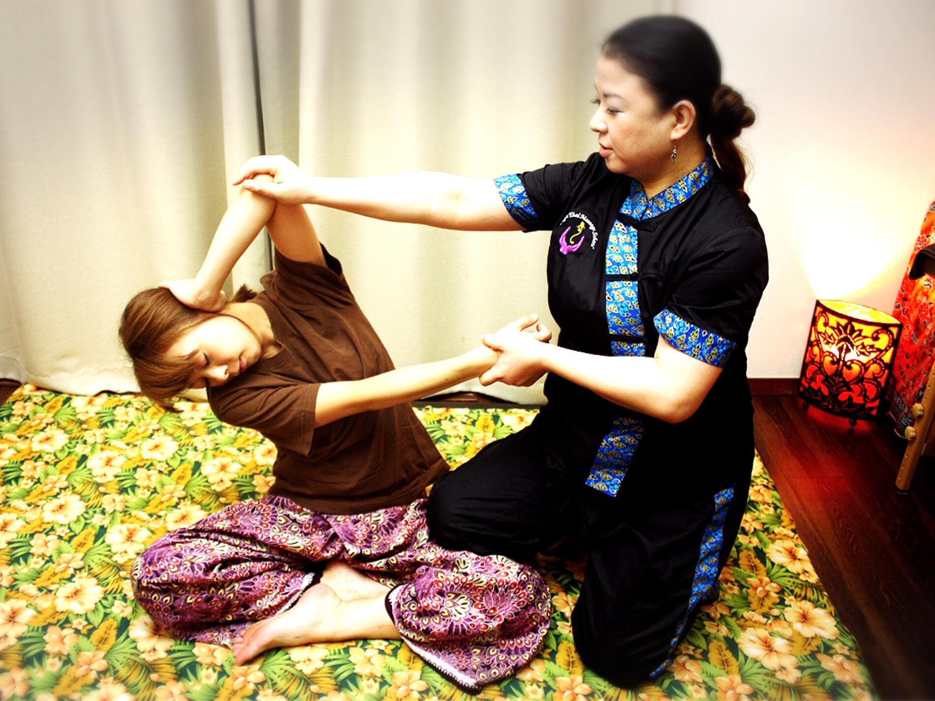 豊富な手技のチェンマイスタイルのタイ古式です。タイ政府認定校のインストラクターの本格的な施術を是非☆