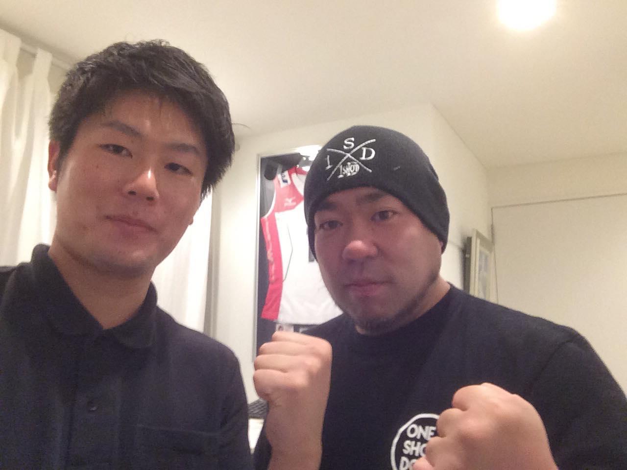 スタッフ梅村と矢口選手