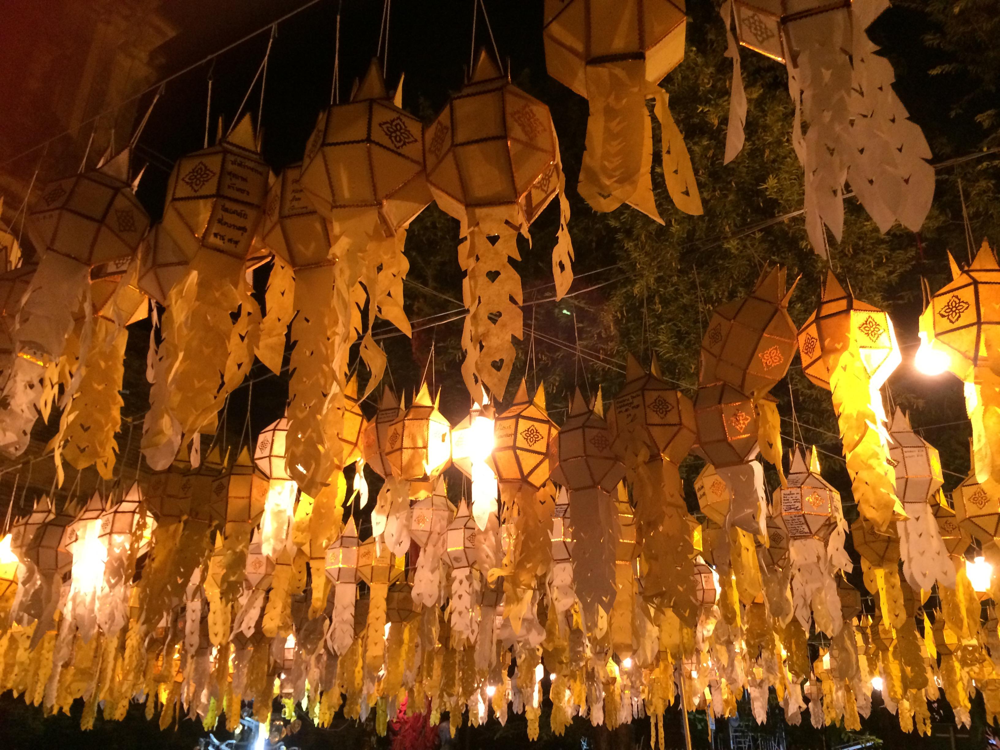 タイのお祭りロイクラトンの飾りです~。幻想的でキレイです(^o^)