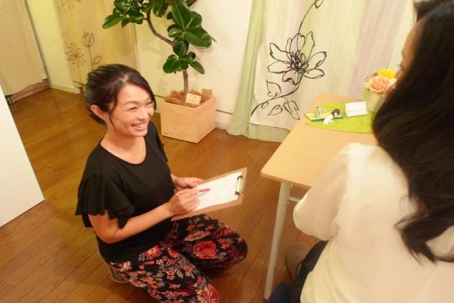 アジュガ(Relaxation Salon Ajuga) 身体の状態を伺いながら施術します。