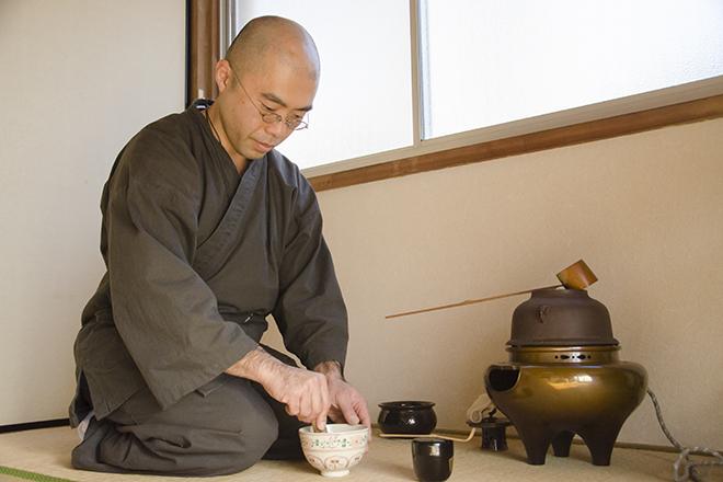 施術後にはその場で点てたお茶をお出しします。