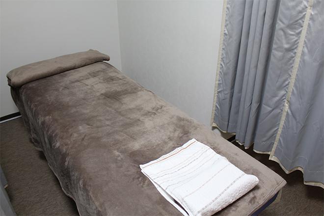 養心堂気功整体院 ベッド3台☆シンプルな空間