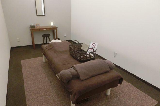 癒し処倉田屋 岡谷フォレストモール店 清潔感のある施術スペースでケアをします