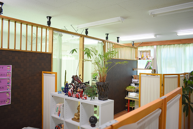 ふるき整体院 緑いっぱいの手作りされた内装