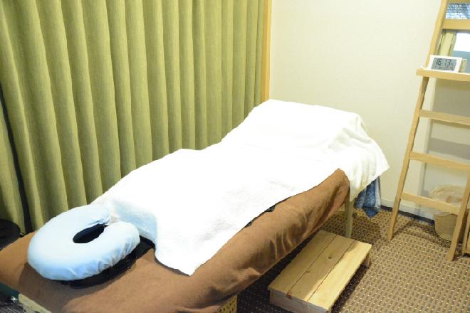 吉宗指圧治療院 店内は広々。リラックスできる空間作り。