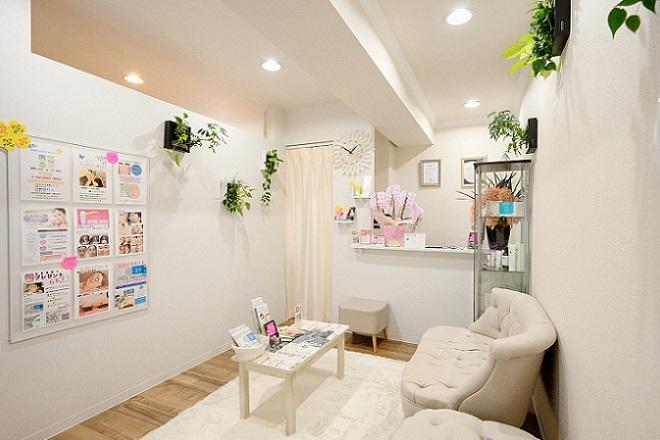 ブリーロ(Brilo 美容鍼灸ビューティサロン) 白を基調とした清潔感のある空間