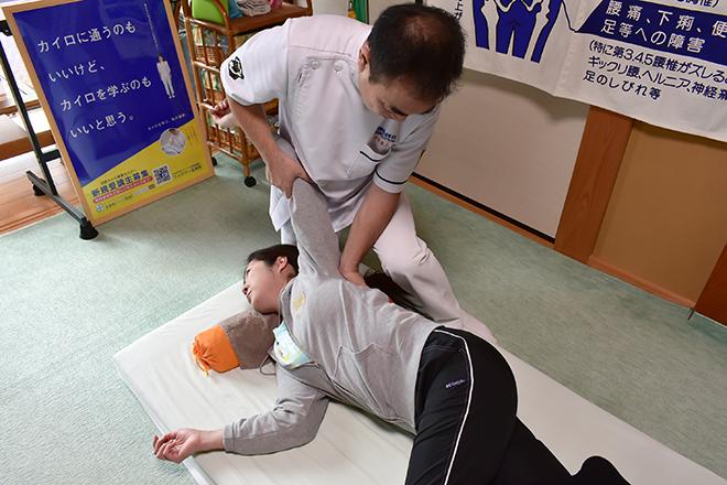 岡崎葵院 肩甲骨の周りの筋肉をまんべんなくほぐします