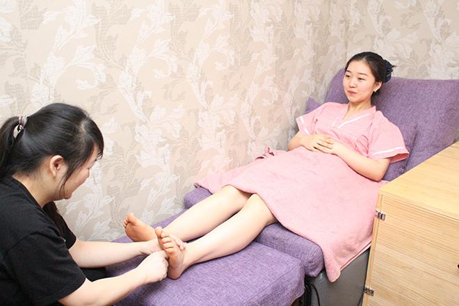 気楽堂整体院 上野1号店 クリームを使用してひざまで丁寧に施術します♪