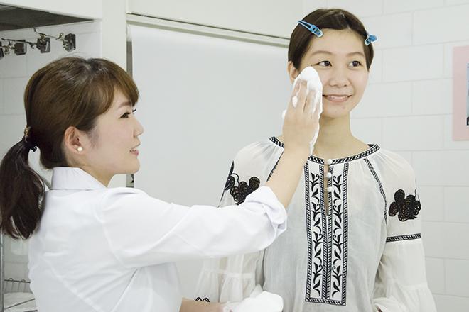 肌能力回復フェイシャルスタイリストサロン渋谷店 洗顔はもちもちの泡で、お肌を包むように♪
