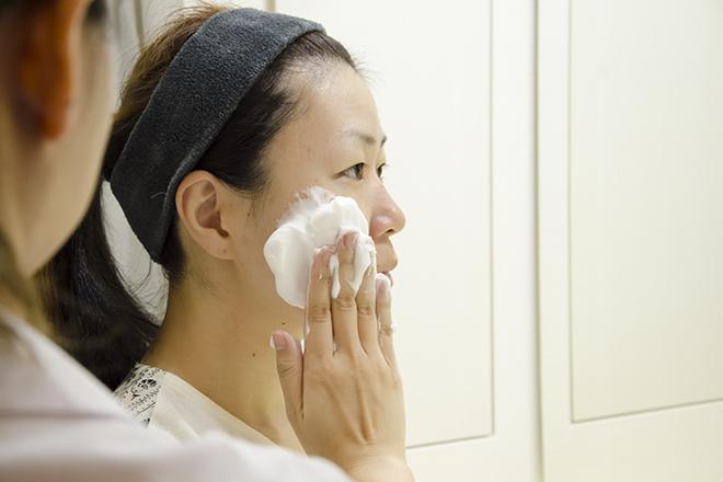 肌能力回復フェイシャルスタイリストサロン東中野店 もちもち泡で、洗顔はお肌を包むように♪