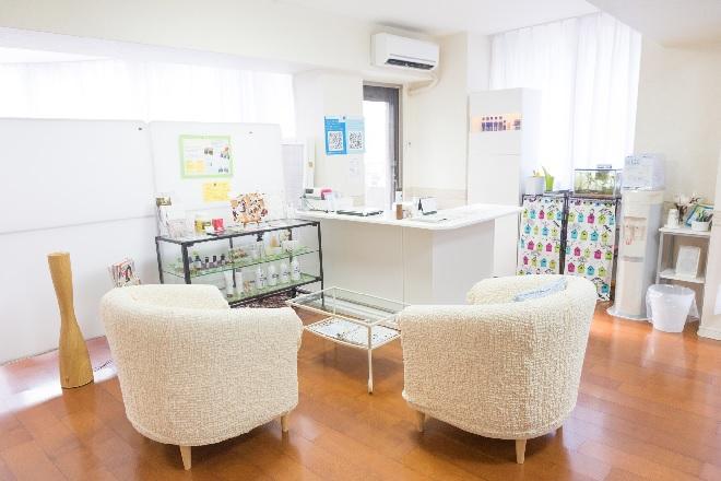 アンレミューラボ神戸三宮店(UnLemieux Labo) 店内入口と待合いスペース