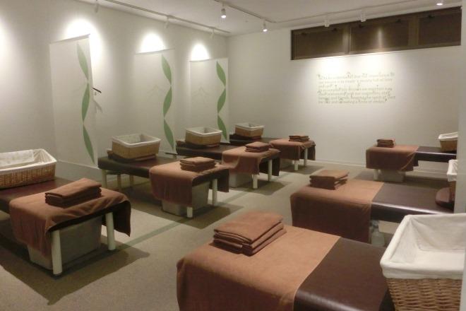 Re.Ra.Ku 西葛西メトロセンター 明るくオープンなサロンで気楽に来店できます!
