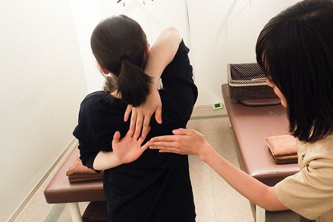 Re.Ra.Ku 小石川後楽園店 施術の前後に可動域・柔軟性のチェック
