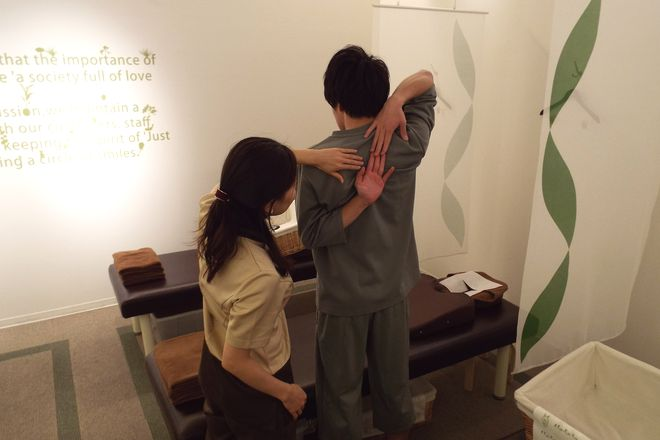 Re.Ra.Ku ららぽーと立川立飛店 ケアに入る前にしっかりと柔軟チェック!