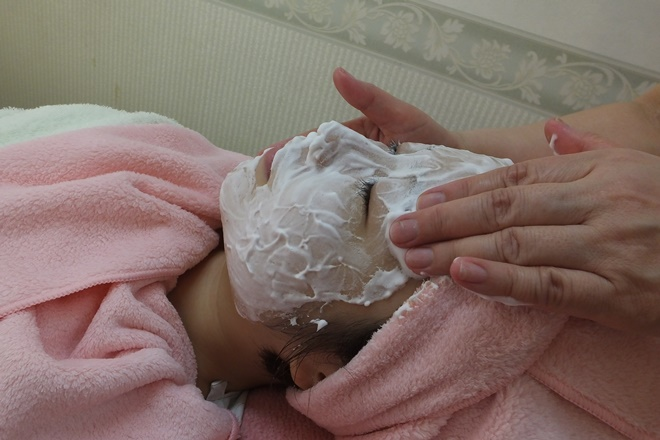 サロンド・ミキ お顔の洗顔からお肌を整えていきます。