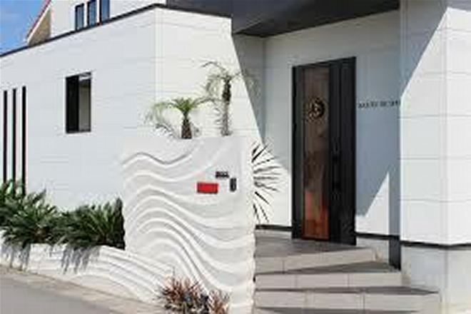 ハロ(SALON DE HALO) サロンは黒&白のモダンな建物