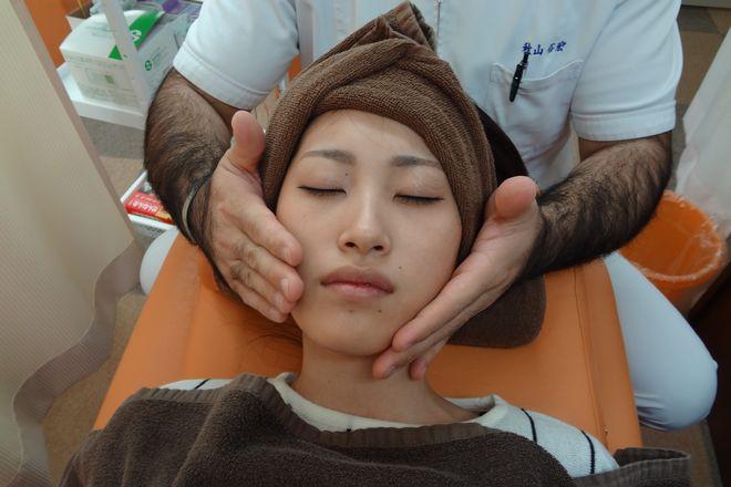 ソレイユ鍼灸整骨院 お顔の筋肉をほぐしていきます