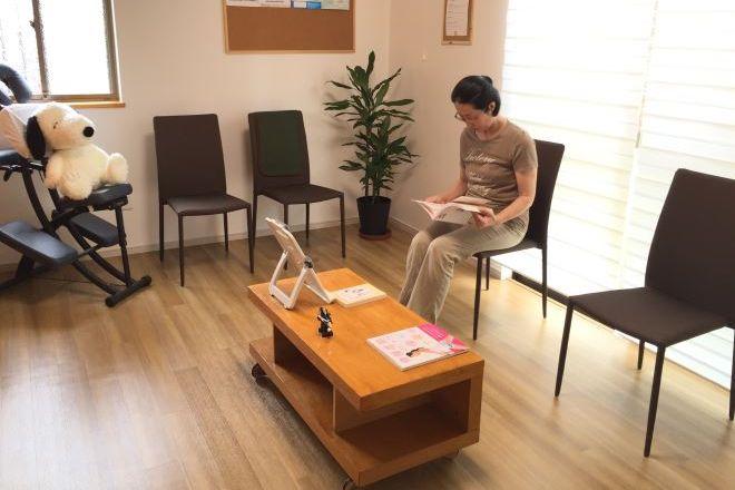 鍼灸治療院くり木 ゆったりとした待合室です。