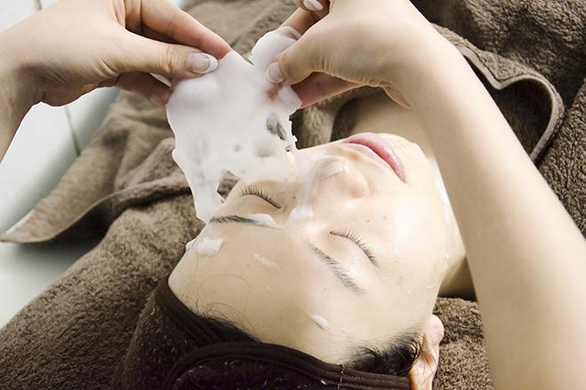 Anela beauty salon 炭酸ガスパックで美肌へ導きます。