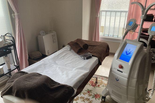 フォルトゥナ 施術用ベッドと冷却マシン