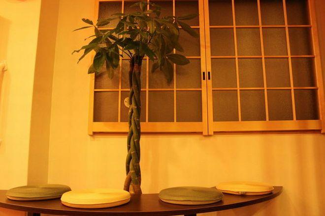 カメリーざくんカフェ 北堀江店(座薫) 待合いスペースをはじめ内装にはこだわっています