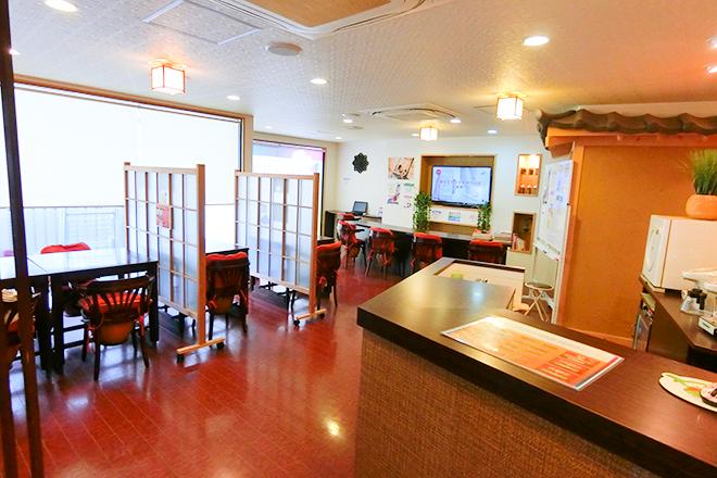 カメリーざくんカフェ 北堀江店(座薫) 広々としたスペースでチェア14台を完備