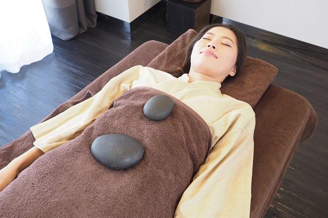 Stone Therapy Salon かおん 伝統の温石薬石整体